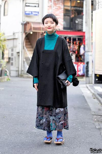 8592511_harajuku-girl-in-vintage-kimono-jacket_2ea0481c_m.jpg